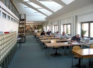 Lesesaal im Landeskirchlichen Archivzentrum